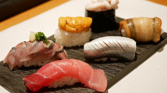 蒲田寿し徳 ディナー(アナゴ、うに、まぐろ、いわし、さんま、たまご)
